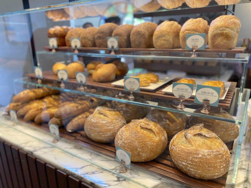 バゲットなどのパン