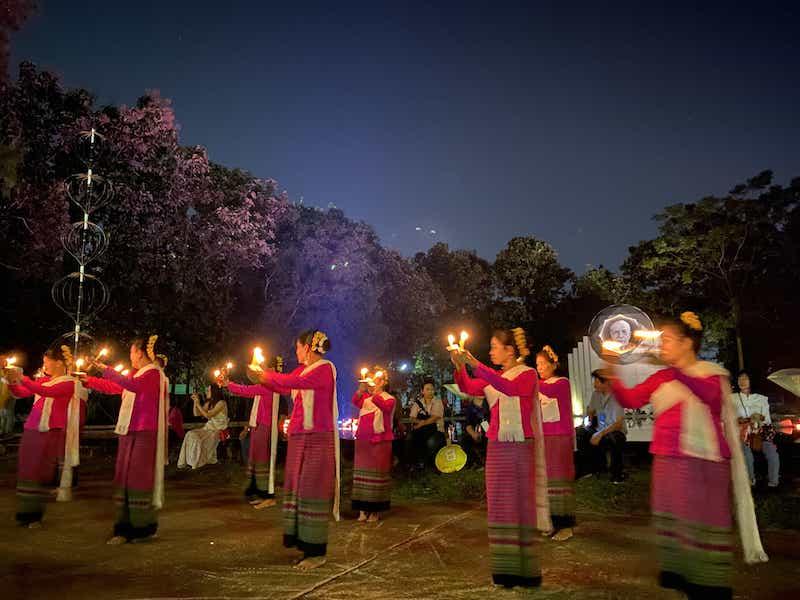 伝統的な踊り